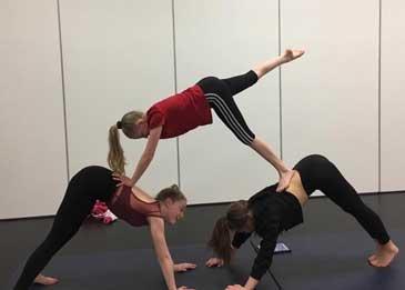 Acro 3 girl pyramid